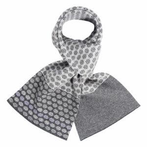 Daisy chain scarf